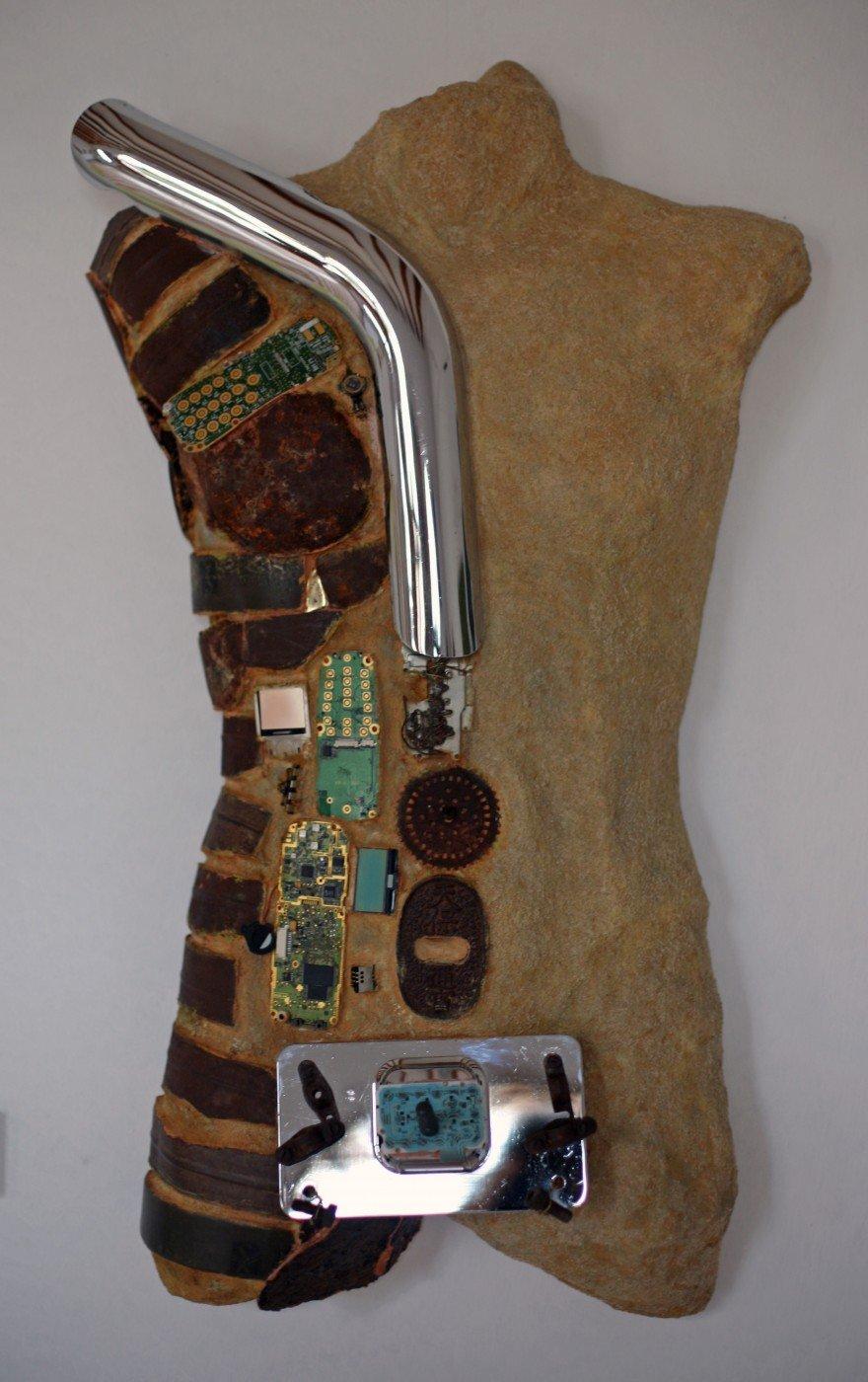 15-Caballero de armadura oxidada 79cm.x 50 x16cm.
