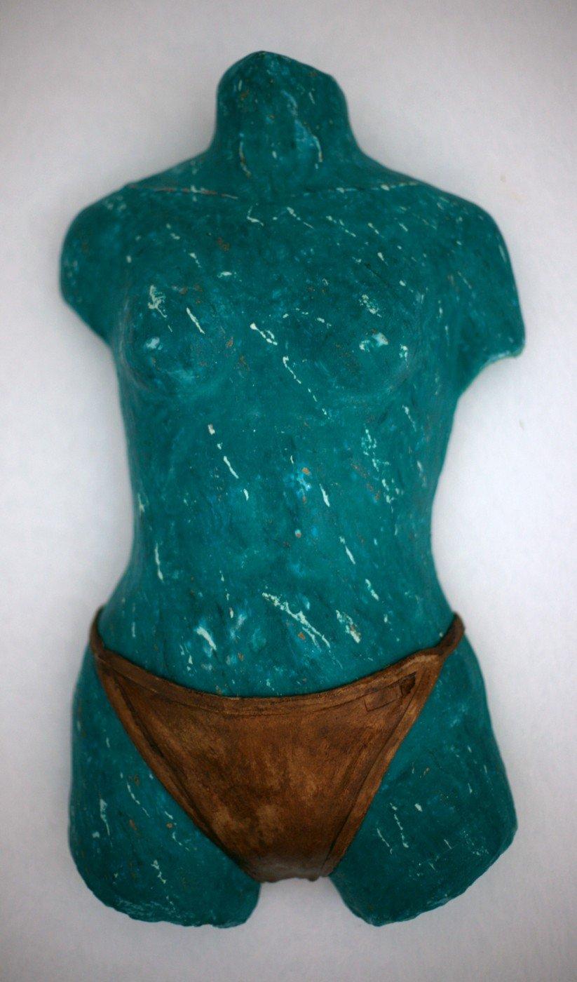 21-Chica de las bragas de oro. 42cm.x 22 x 9cm.